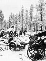 Tammikuu 1940. Tuhottua neuvostokolonnaa Raatteen tiellä